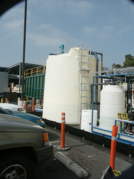 6100 Gallon HDXLPE Vertical Tanks and Mixers for Magnesium